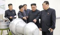 "El ""líder"" supervisando parte del arsenal nuclear de Corea del Norte. Foto: Reuters"