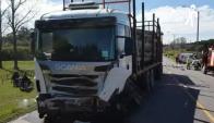 Tres personas murieron al chocar frente a este camión en un siniestro ocurrido en la Ruta 3. Foto: El Telégrafo