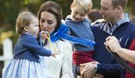 William y Kate con sus hijos George y Charlotte. Foto: EFE