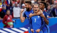 Antoine Griezmann celebra el primer gol de una Francia arrolladora. Foto: Reuters