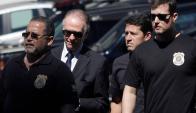Carlos Nuzman (de traje y lentes oscuros) fue interrogado ayer. Foto: AFP