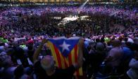 En una plaza de toros colmada de gente Puigdemont lanzó la campaña. Foto: Reuters