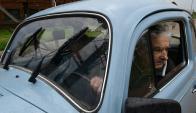 Lucia Topolansky y Jose Mujica en el auto saliendo de la chacra en Rincon del Cerro, el día de la renuncia de Sendic. Foto. Marcelo Bonjour