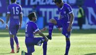 Lustrada. Así celebra Matías Cabrera el gol con Maulella.  Foto: Fernando Ponzetto