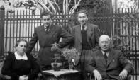 La familia Spielmann en la calle Libertad, Pocitos. Foto: Archivo Diego Fischer