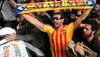 "Manifestante independentista con la camiseta ""estelada"" del Barcelona. Foto: Reuters."