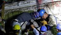 Miembros del equipo de rescate en el Colegio Rébsamen. Foto: Reuters