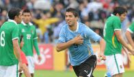 Luis Suárez celebrando un gol ante Bolivia en el Centenario