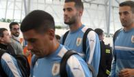 Gastón Pereiro previo al vuelo de la selección uruguaya. Foto: Francisco Flores