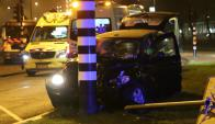 Así quedó el coche en el que viajaba Sergio Agüero en Ámsterdam. Foto: AFP