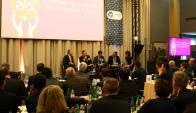 Reunión de la IFHA y la IRPAC en París