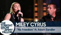 """Miley Cyrus y Adam Sandler interpretan """"No Freedom"""""""
