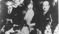 Zorrilla de San Martín y Juana de Ibarbourou junto al mexicano Alfonso Reyes en el Palacio Legislativo. Foto: Archivo El País.