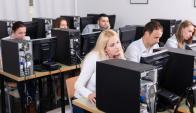 computadoras, operadores, teletrabajo