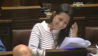 La diputada Manuela Mutti se tienta en el Parlamento. Foto: Captura.