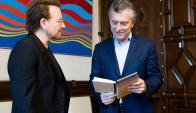 Bono se reunió con Macri, quien lo recibió junto a su jefe de gabinete, Marcos Peña. Foto: AFP