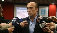 Daniel Martínez en conferencia de prensa. Foto: Ariel Colmegna.