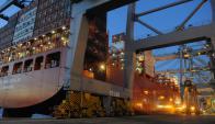 En 2016, el puerto de Montevideo movilizó 880.000 contenedores. Foto: A. Colmegna
