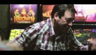 Fabián O'Neill canta cumbia con La Octava