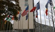 En la sede de la Unesco en París, anoche todavía flameaba la bandera de EE.UU. Foto: Reuters