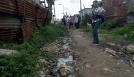 Muchas viviendas son de chapa y se inundan cuando llueve. Foto: F. Flores