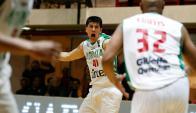 El grito de Demian Álvarez con el triple en el final. Foto: FIBA