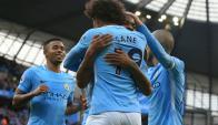 El festejo de Raheem Sterling y Leroy Sane del Manchester City. Foto: AFP