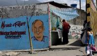 Un mural del candidato oficialista a gobernador del Estado de Miranda. Hay apatía de los ciudadanos ante las elecciones. Reuters
