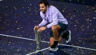 Roger Federer con el trofeo del Masters 1000 de Shanghai