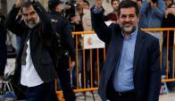 Jordi Cuixart (izquierda), líder de Omnium Cultural y Jordi Sanchez de la ANC entran la juzgado. Foto: Reuters