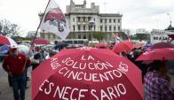 Los manifestantes llegaron al Palacio Legislativo para reclamar una solución al problema. Foto: F. Ponzetto