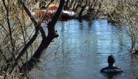 Río Chubut: el cuerpo del hombre estaba sumergido y enganchado a ramas de sacues. Foto: La Nación/GDA