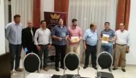 Recuerdos. Plaquetas entregadas por el intendente de Salto a las autoridades de DGC.