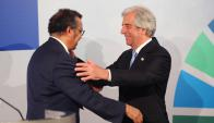 La OMS distinguió al presidente Vázquez como impulsor de políticas de salud. Foto: EFE