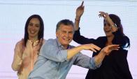 Macri: el presidente festejando el domingo el triunfo sobre el kirchnerismo. Foto: AFP