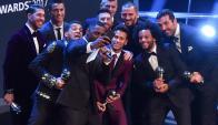 Gianluigi Buffon; Dani Alves, Sergio Ramos, Leonardo Bonucci, Marcelo; Toni Kroos, Andrés Iniesta, Luka Modric; Neymar, Lionel Messi y Cristiano Ronaldo. Foto: AFP