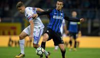 Gastón Ramírez y Matías Vecino en el Inter-Sampdoria. Foto: AFP