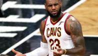 """LeBron James fue figura pero perdieron los """"Cavs"""""""