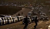 La mitad de los vehículos no está al día en sus tributos municipales. Foto: EFE