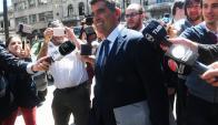 La sonrisa de Raúl Sendic llegando a declarar al juzgado de crimen organizado en la calle Bartolome Mitre en juicio por Ancap. Foto: Ariel Colmegna
