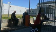 Ocupación de MontevideoGas por parte de trabajadores. Foto: Ariel Colmegna.