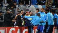 Patrice Evra le pegó una patada en la cabeza a un aficionado