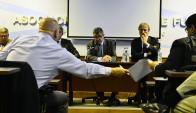 Asamblea en la Asociación Uruguaya de Fútbol para resolver la continuidad del fútbol. Foto: Gerardo Pérez