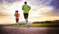 Según datos científicos, quienes corren viven tres años más. Foto;: Shutterstock