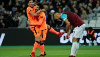 Emre Can y Mohamed Salah festejando el gol de visita del Liverpool. Foto: Reuters