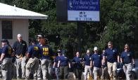 El FBI desplegado en Sutherland Springs; todo apunta a que el detonante fue una disputa familiar. Foto: AFP