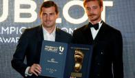 Iker Casillas recibe el premio Golden Foot. Foto: Reuters