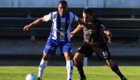 Yonatan Jordan Mosquera e Iván Silva en el último Juventud-River. Foto: Ariel Colmegna