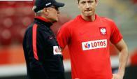 Robert Lewandowski con el entrenador Adam Nawalka