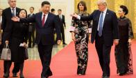Los presidentes Xi y Trump y sus respectivas esposas en el Palacio del Pueblo. Foto: AFP
